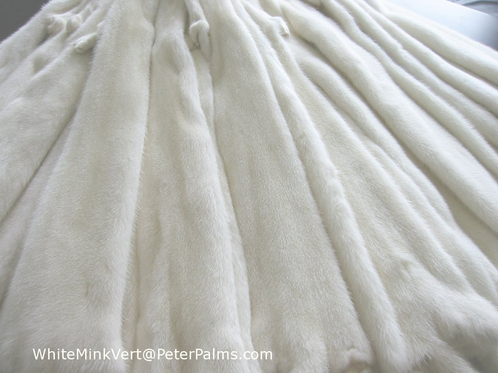 Fur pelts of mink, fox, sable, chinchilla, lynx, beaver, raccoon ... for White Sable Fur  299kxo